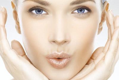 La silicona líquida inyectada en los labios es peligrosa para la salud. En la Clínica Dual de Valencia te ayudamos a eliminarla